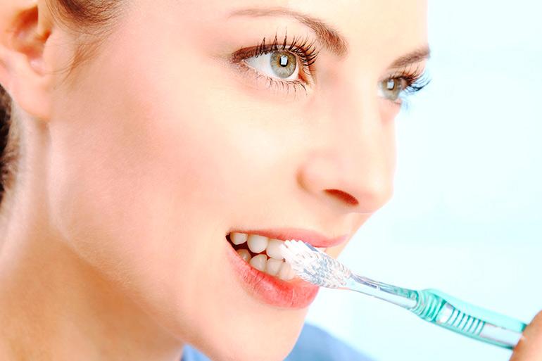 Как тщательно чистить зубы