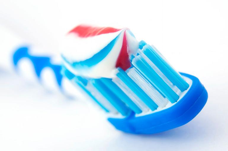 чем лучше чистить зубы