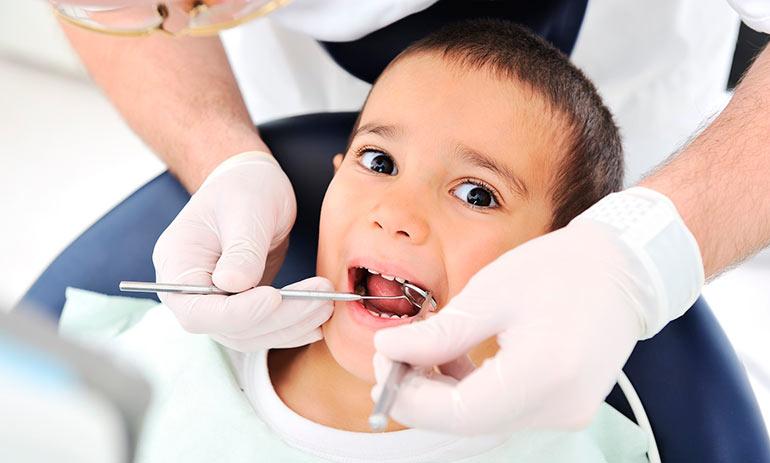 Кариес на зубах опасен для ребенка