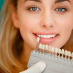 Почему зубы становятся желтыми, как это исправить?
